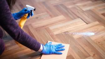 Ahşap zemin bakımı nasıl yapılır parlaklık için mum macun uygulayın!