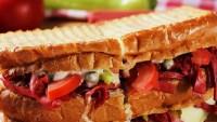 Ayvalık tostu nasıl yapılır oldukça tok tutan bir lezzet!