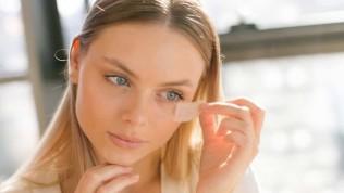 Kırışıklık iyileştirme için evde iğnesiz botoks incelemesi