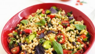Kuskus salatası tarifi hem hafif hem doyurucu!