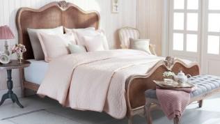 Yatak odanıza uygun yatak örtüsü seçimi