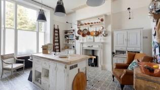 Küçük mutfaklar için pratik dekorasyon önerileri hayat kurtarıyor!